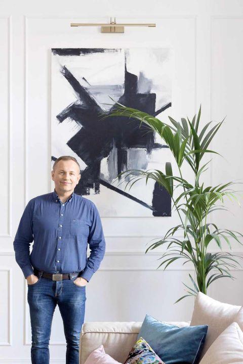 Jak gustownie zaaranżować zabytkowy apartament? Połączyć stylowe meble z nowoczesną sztuką. Zobacz naszą galerię inspiracji.