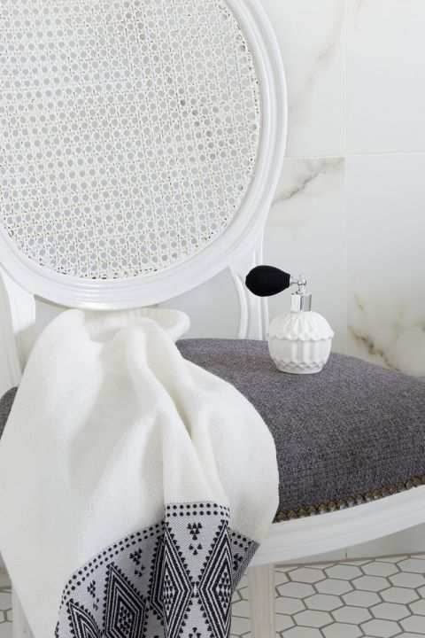 biała łazienka meble i dekoracje
