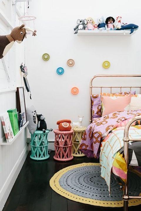 dekoracje ścienne w pokoju nastolatka