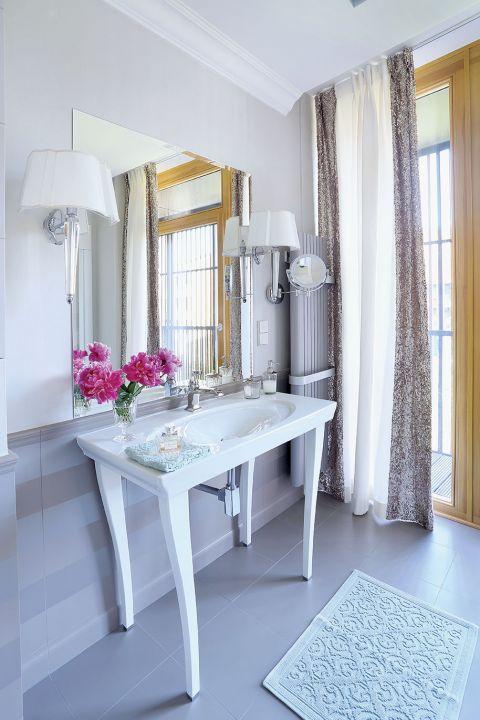 łazienka w stylu glamour aranżacja
