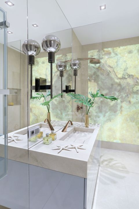 Łazienka w stylu glamour. Nowoczesny styl glamour – pastelowy apartament włoskiej scenografki