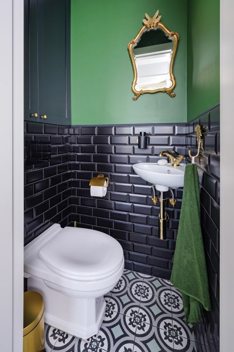 zielona łazienka w bloku