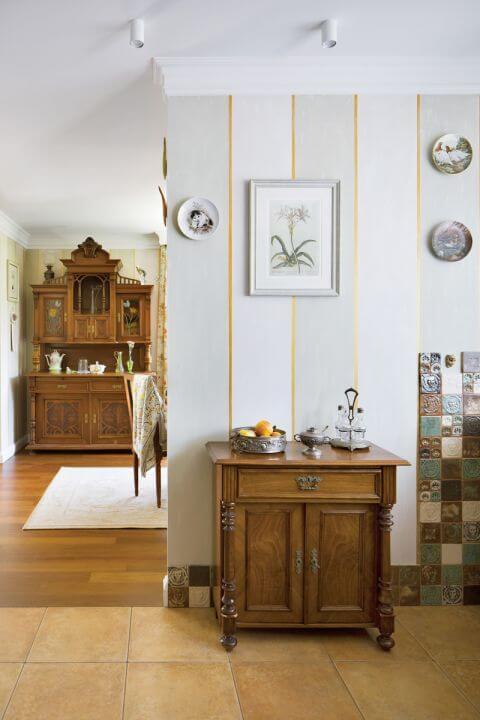Mała rewolucja w tym domu zaczęła się od kominka. A cel był jasno określony – stworzyć klasyczne wnętrza z