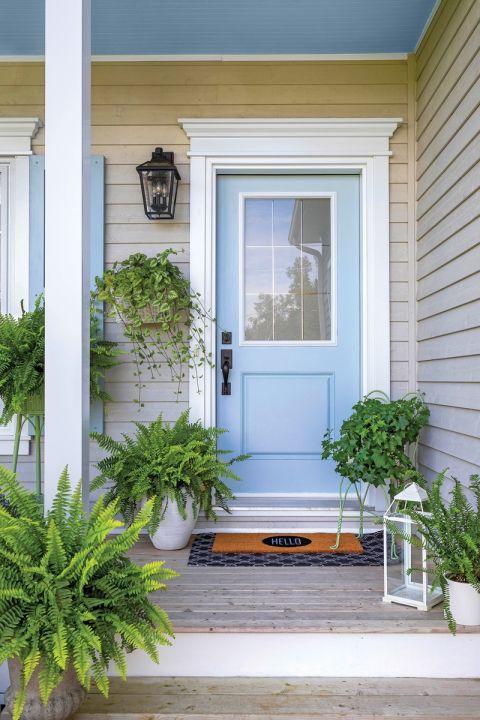 niebieskie drzwi do domu