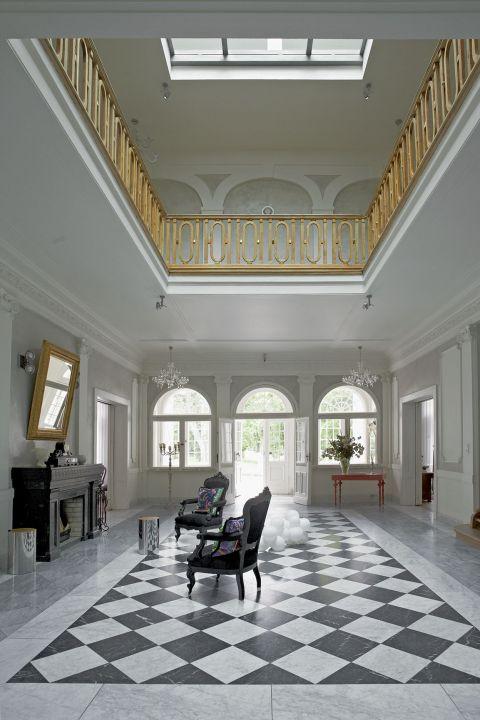 pałacyk klasyka hol szachownica