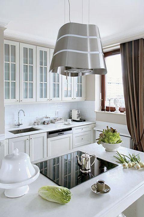 Okap ukryty w lampie jest nie tylko funkcjonalny, ale też ozdobny.