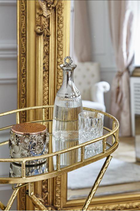 stolik kawowy w stylu francuskim