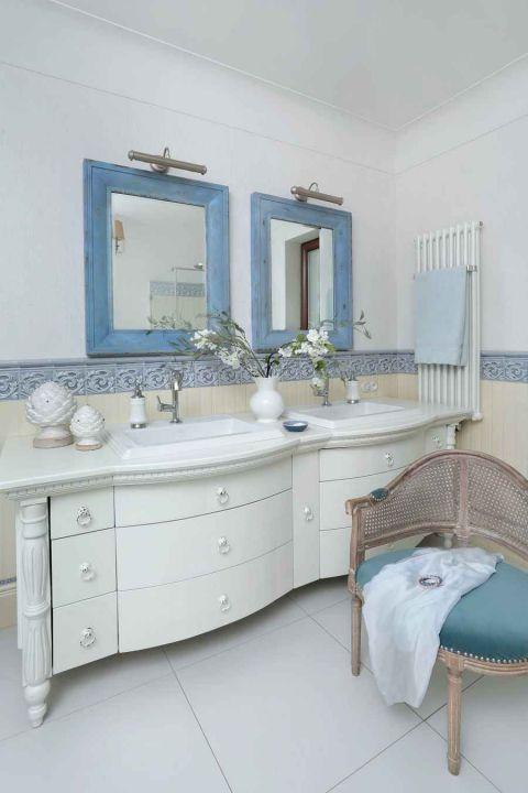 styl loftowy z francuską klasyką łazienka