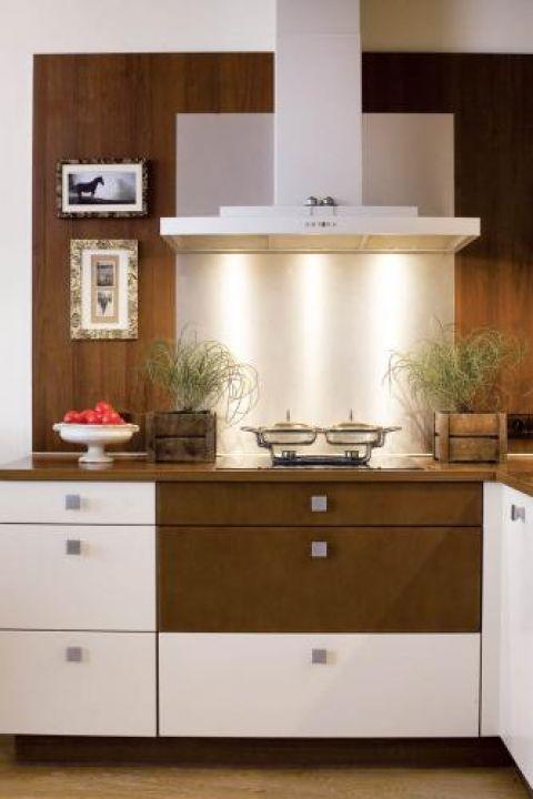 W kuchni prosto i nowocześnie. Apartament, który urządziły meble