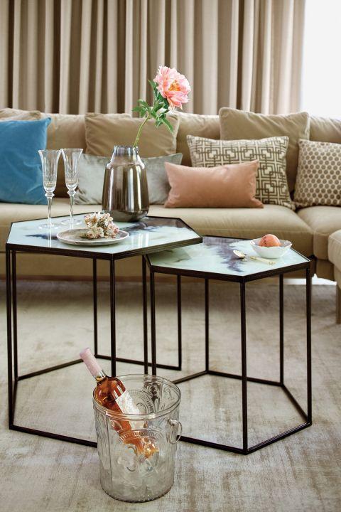 wnętrze w nowoczesnym stylu stolik