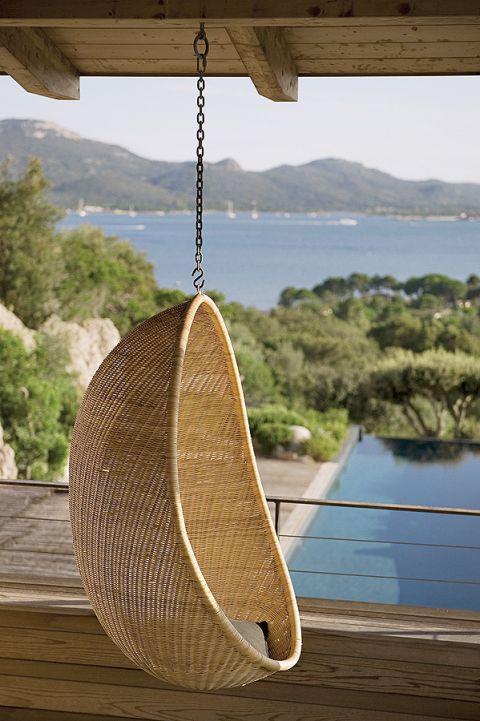 Dom na wzgórzu. Dom z basenem, dom nad morzem, drewno, beton, wnętrze nowoczesne, naturalne materiały, aranżacje