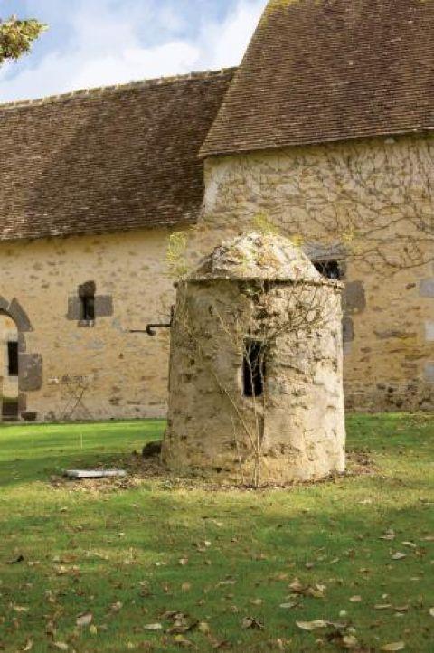 XVI-wieczny kamienny folwark na północy Francji.