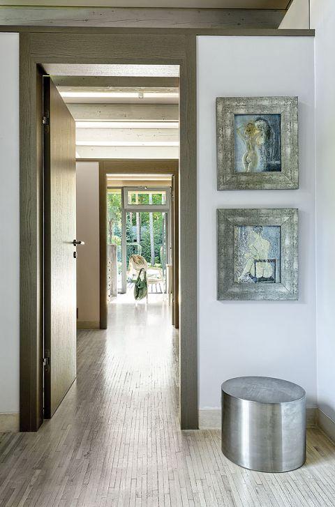 W domu jest aż jedenaścioro drzwi, z każdego pokoju można wyjść do ogrodu.