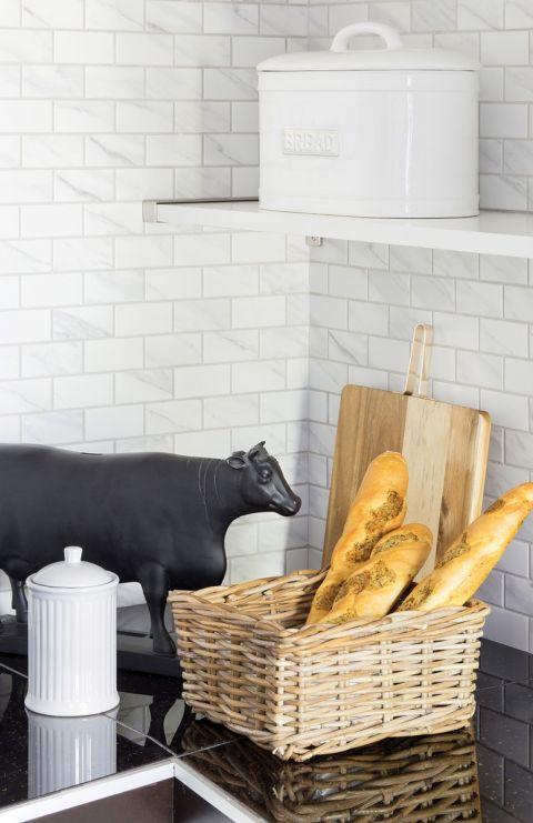 czarno-biała kuchnia aranżacja