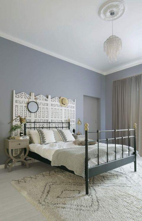 sypialnia w stylu boho i stylu skandynawskim