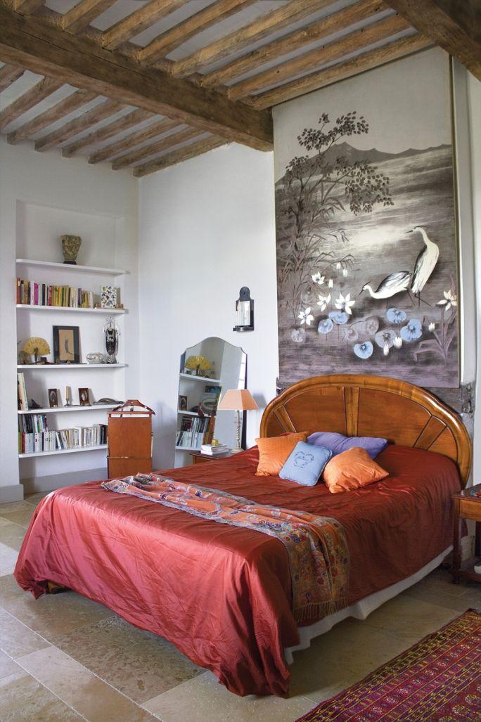 antyki i nowoczesne meble w sypialni