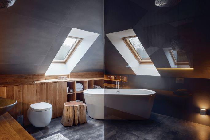 nowoczesna łazienka ze skosem