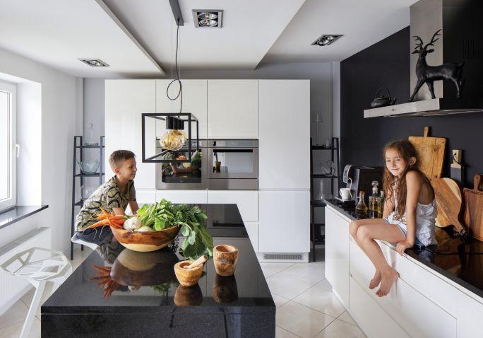 nowoczesna biało-czarna kuchnia