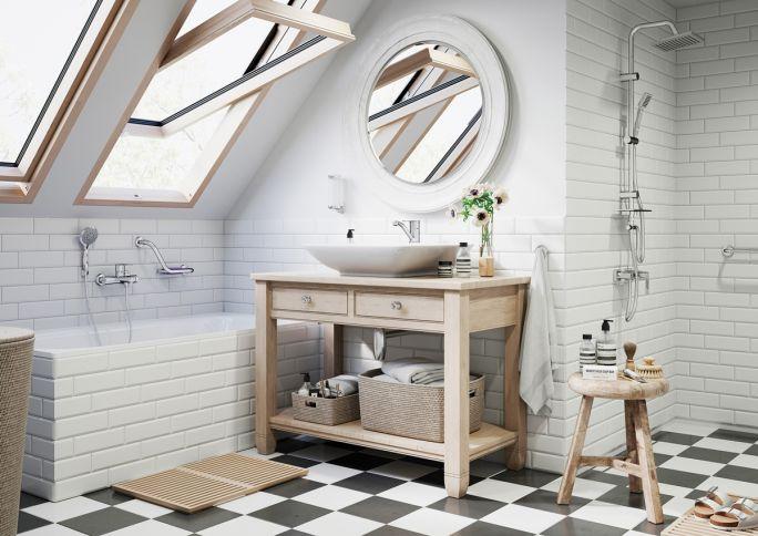 łazienka na poddaszu w stylu rustykalnym