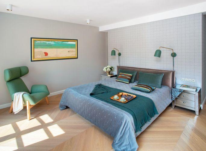 szara sypialnia zielone dodatki