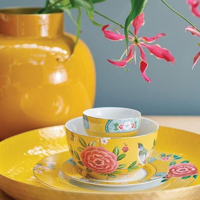 Kwitnąca jadalnia – piękne nakrycia na stół z motywem kwiatów