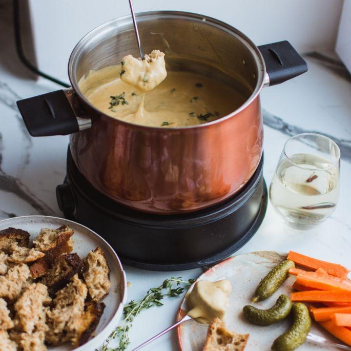 Jak zrobić fondue serowe, czekoladowe i mięsne?