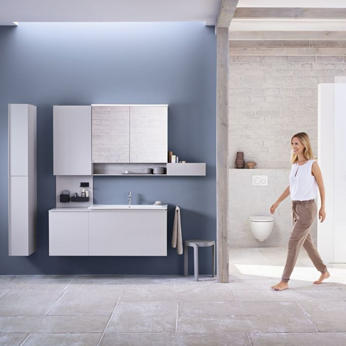 Wygodna i funkcjonalna: urządzamy łazienkę meblami i ceramiką z kolekcji Geberit Acanto