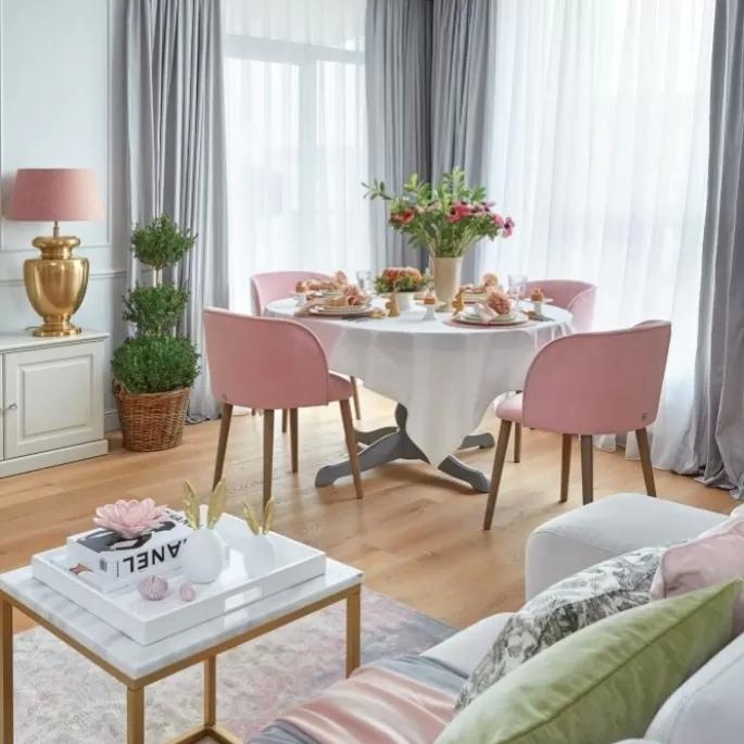 jak urządzić mały salon ze stołem