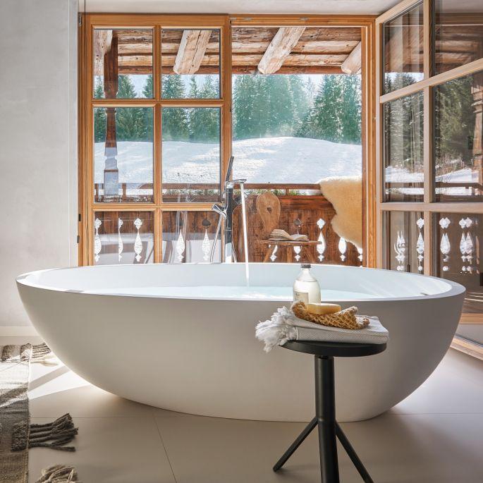 Zimowe aranżacje: przytulne, drewniane wnętrza w stylu chalet