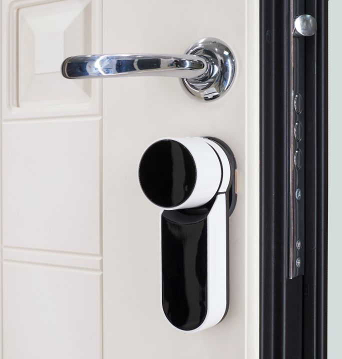 drzwi na odcisk palca i czytnik linii papilarnych