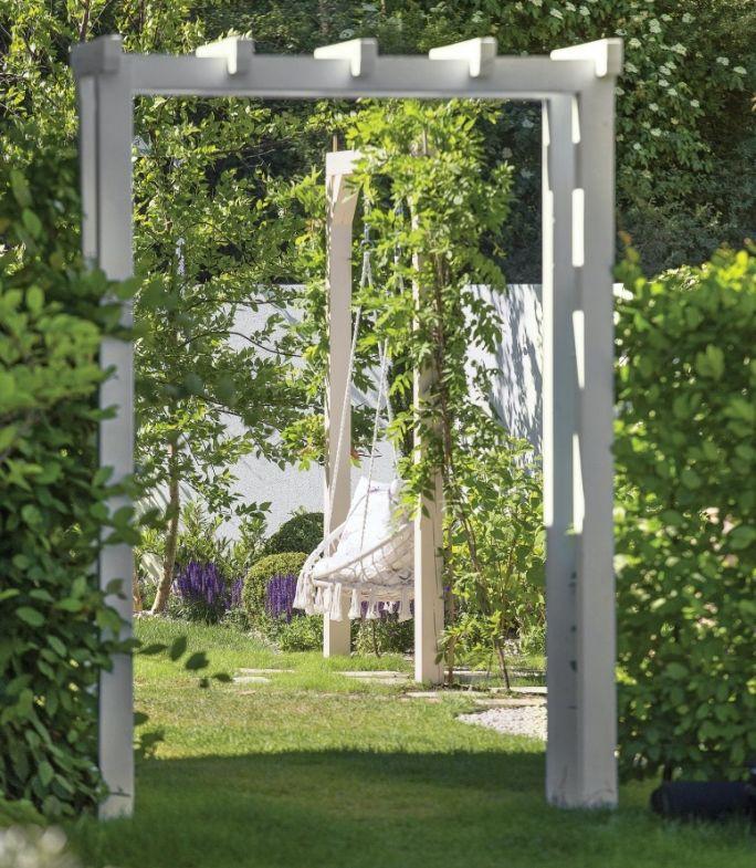 huśtawka w ogrodzie