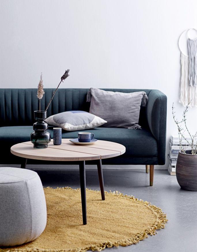 granatowa sofa do salonu