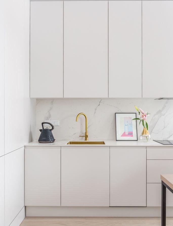 białe fronty do szafek kuchennych
