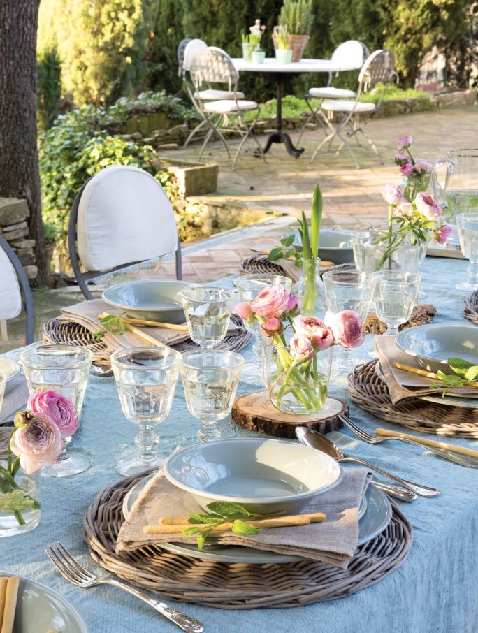 Aranżacja stołu w ogrodzie
