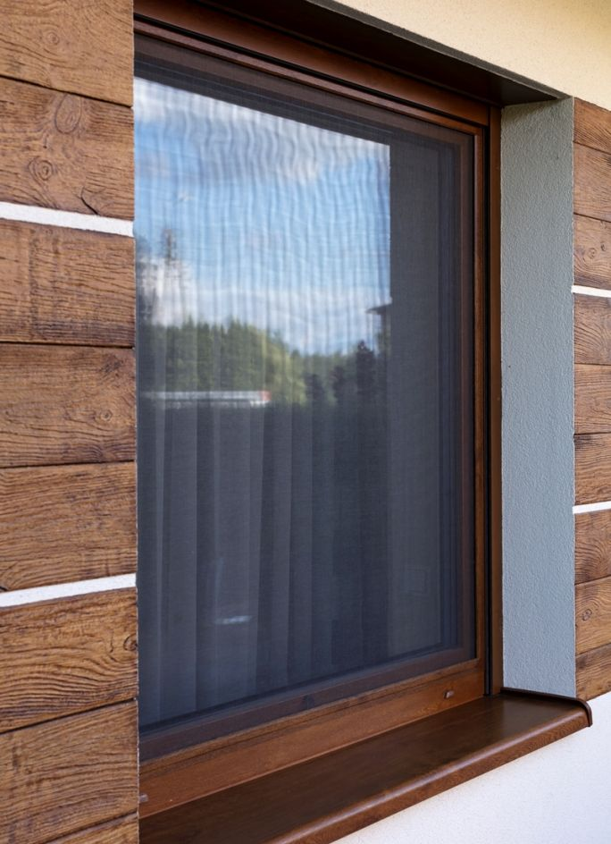 jak zamontować moskitierę w oknie