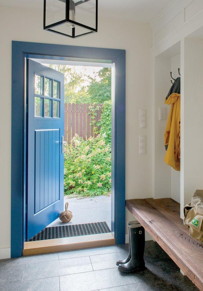 aranżacja wnętrza drewno, biel i błękit