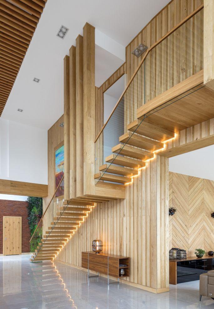 drewniane schody nowoczesne wnetrza