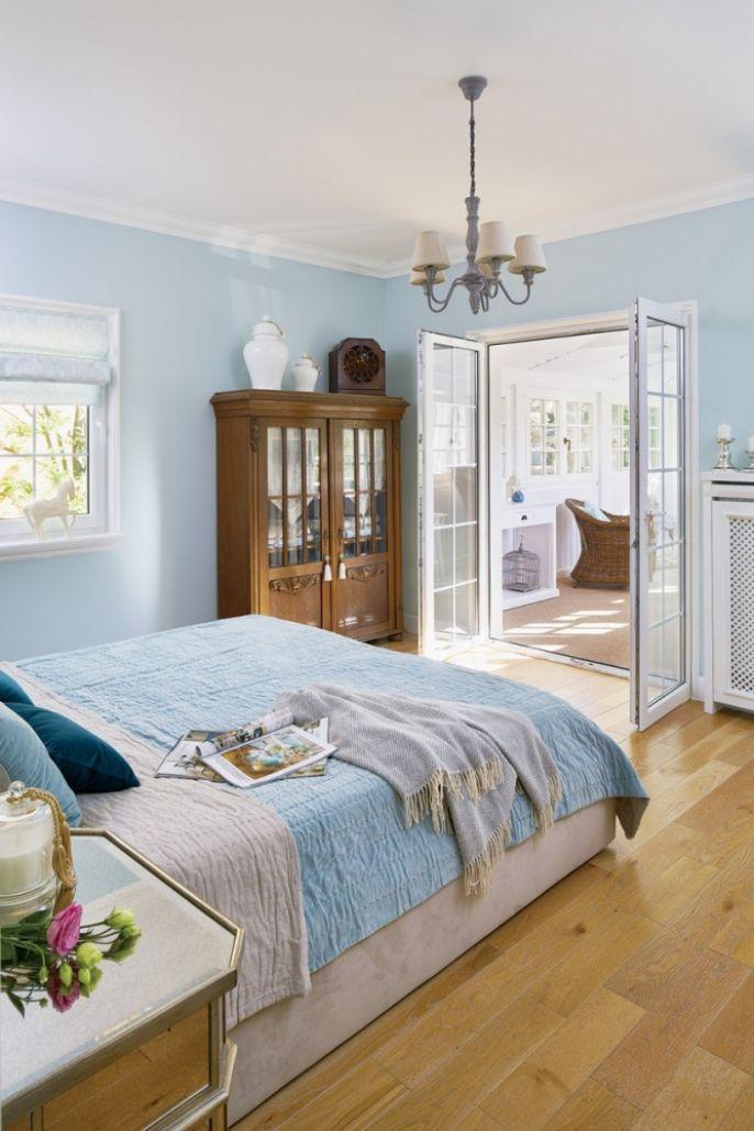 niebieskie ściany w sypialni