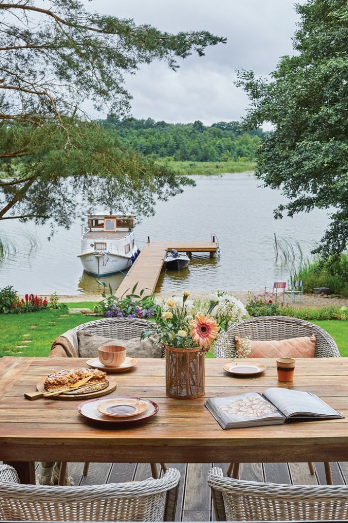 taras w domu nad jeziorem