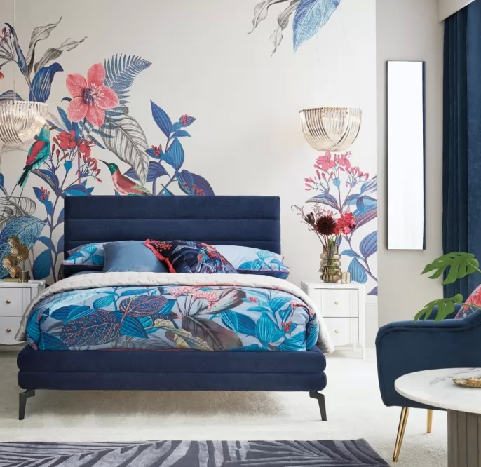 niebieska kobieca sypialnia