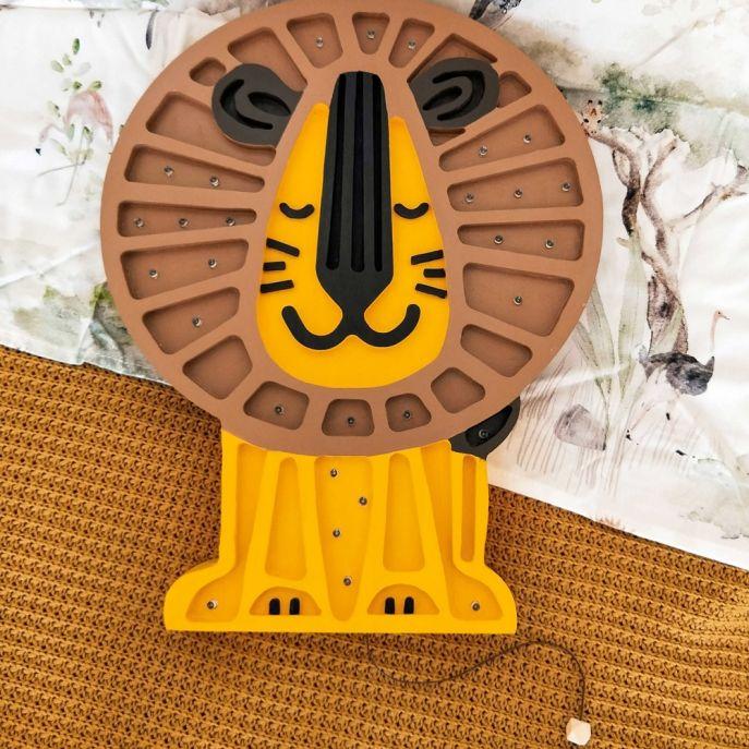 drewniana lampka dla dzieci lew