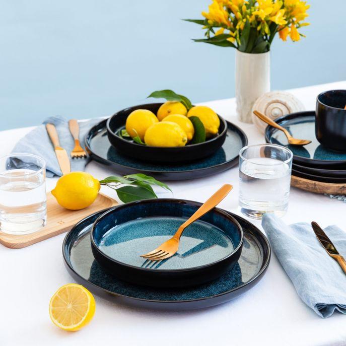niebieska porcelana stołowa