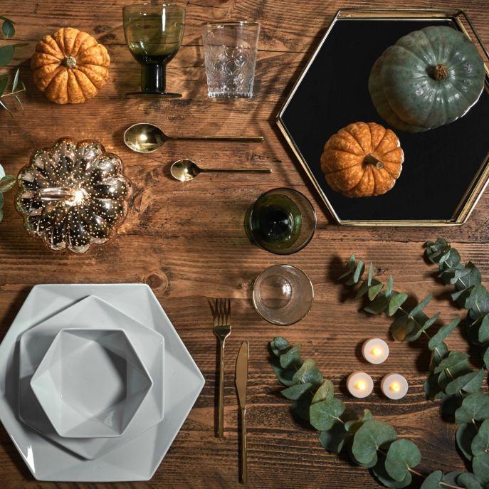 jesienne dekoracje stołu z dynią