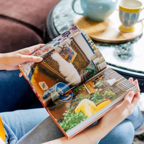 """Wnętrza inspirowane naturą – 5 pomysłów z książki """"Mieszkaj boho. Dobre wibracje w twoim domu"""" Justiny Blakeney"""