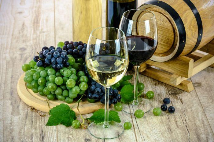 Jak podawać wino? Dodatki, porady i savoir-vivre