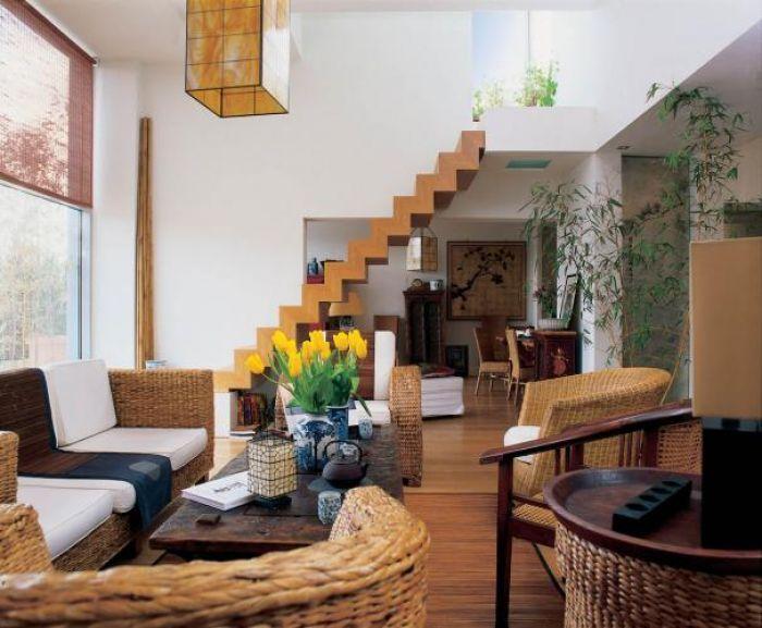 Kanciasta, geometryczna forma schodów kojarzy się z minimalizmem japońskich wnętrz.
