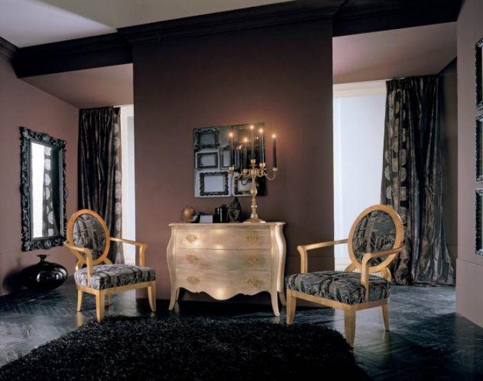 Kolekcja Platinum - meble mogą być wykończone złotem lub srebrem. Komoda z litego drewna lipowego kosztuje 17 400 zł. SELVA