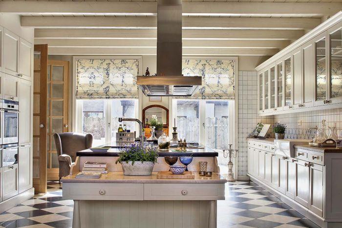 Właściciele tej kuchni mieszkali w Norwegii, Irlandii i Prowansji, więc ich zamiłowanie do rustykalnych wnętrz