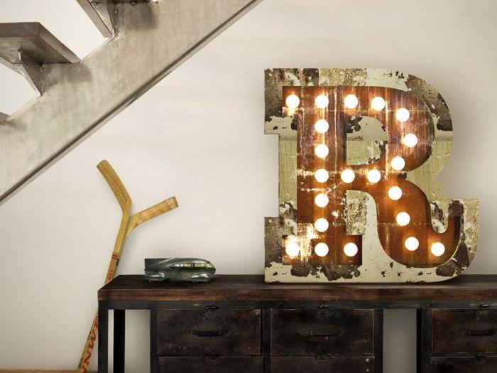 Litery, numery i symbole - lampy w takich formach proponuje portugalska firma Delightfull.