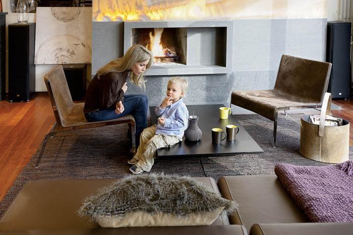 Magda z Igorkiem w salonie. Apartament znaleziony na randce